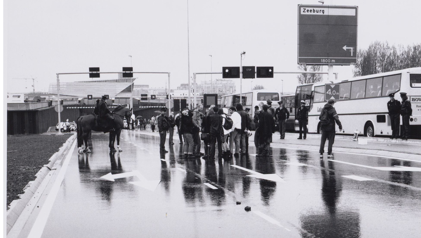 25 april 1997. Protest bij opening Piet Heintunnel